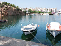 The picturesque lake at Aghios Nikolaos